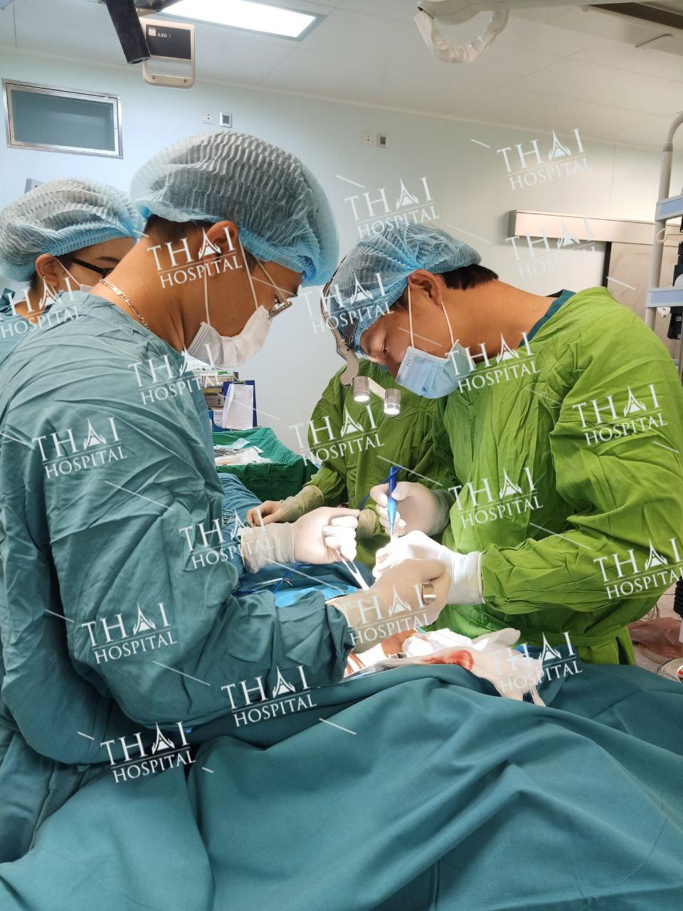 Quy trình treo sa trễ tại THAI Hospital luôn tuân thủ các tiêu chuẩn vô trùng, an toàn tuyệt đối